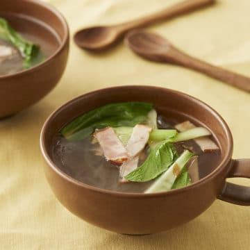 チンゲン菜とベーコンの春雨スープ
