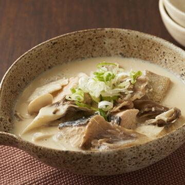 まいたけと鮭の豆乳スープ